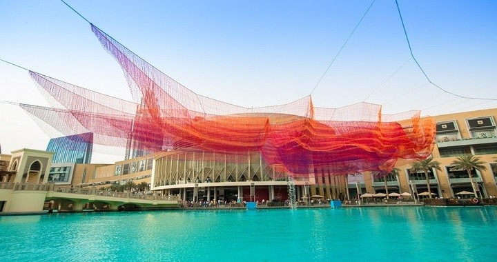 Dubai Mall installed Floating Sculpture Above the Fountain
