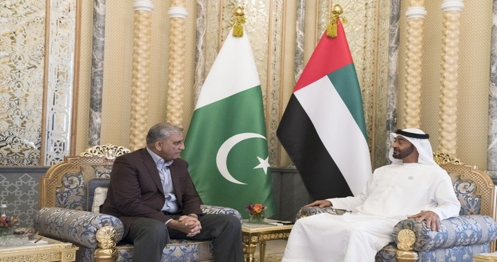 Sheikh Mohamed bin Zayed Receives Chief of Pakistan Army