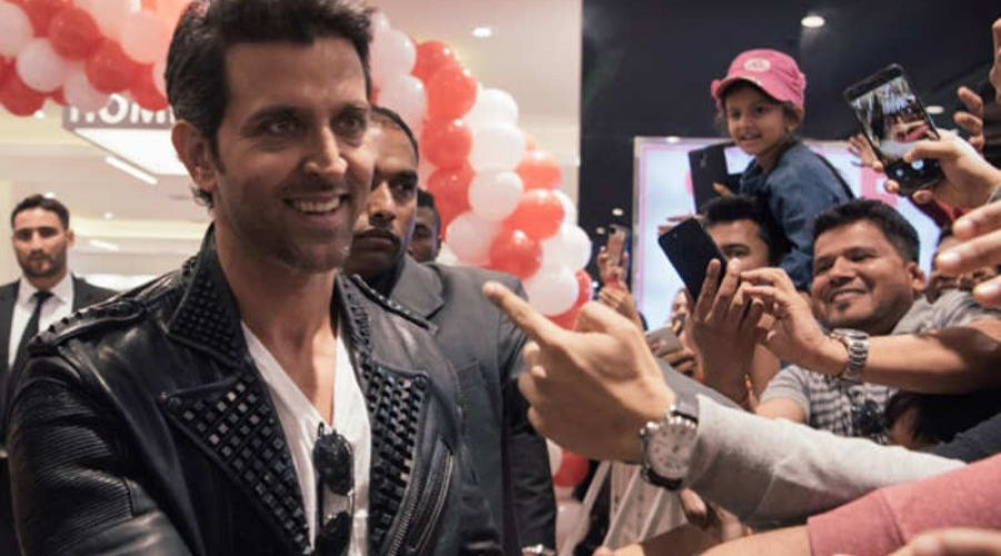 Hrithik Roshan in Dubai with Crewmates, shares Selfie